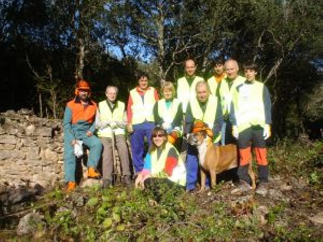 Los vecinos de Galbarra se estrenan con el voluntariado medioambiental