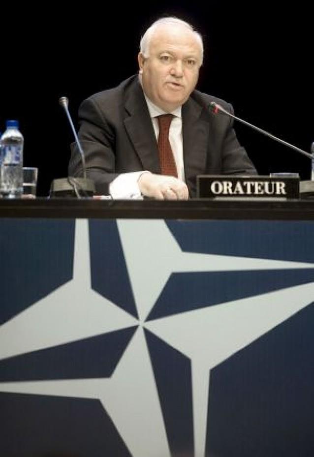 Moratinos reconoce que faltan soldados en Afganistán pero no saldrán de España