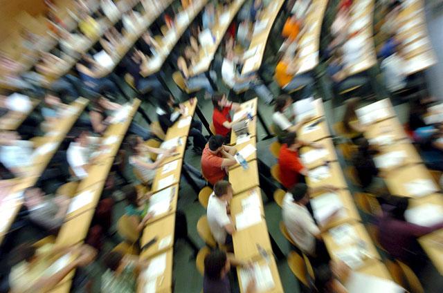 Uno de cada tres universitarios deja la carrera colgada