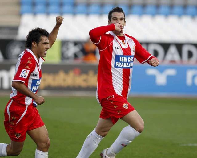 Dos goles de Negredo dan al Almería un victoria seis jornadas después