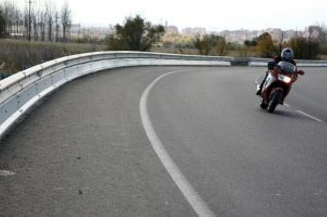 El Gobierno foral instala este año 870 metros de guardarraíles adaptados en 8 carreteras riberas