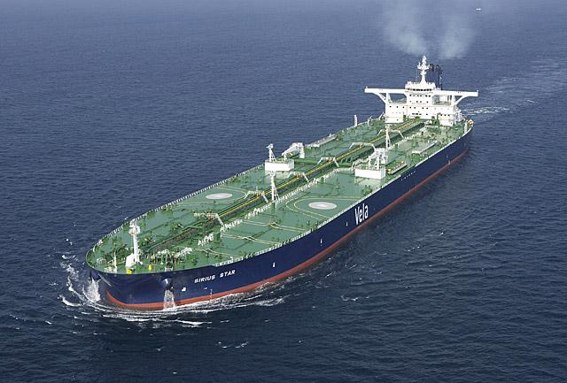 Los piratas trasladan a un puerto de Somalia al petrolero saudí secuestrado