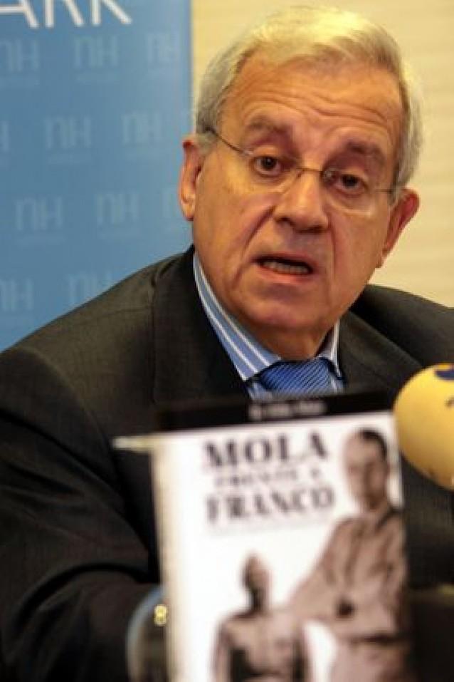 Del Burgo insta a Garzón a investigar los crímenes del bando republicano