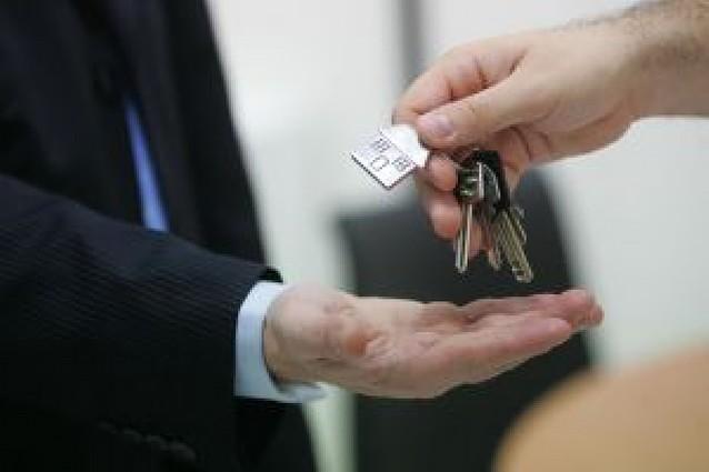 Dos condenas con prisión y multa por acoso inmobiliario en Barcelona y Guecho