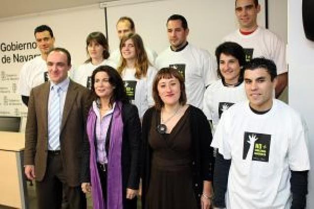 Deportistas de ocho equipos, en una campaña contra los malos tratos