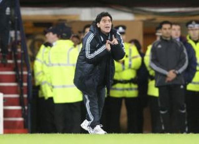 Maradona se estrena con victoria en Hampden Park