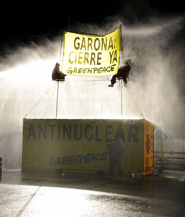 Detenidos los 30 activistas de Greenpeace que bloquearon los accesos a la central nuclear de Garoña