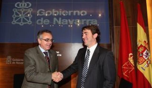 """Gobierno y PSN pactan unos presupuestos para 2009 """"contra la crisis económica"""""""