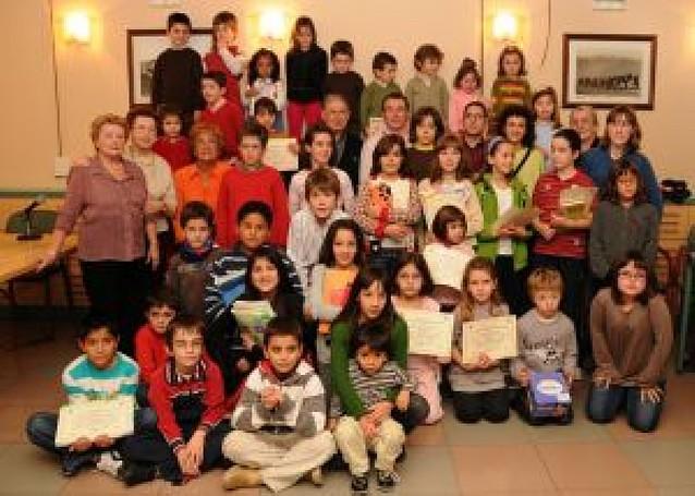 Premio a los dibujos y poesías de 39 niños de Peralta