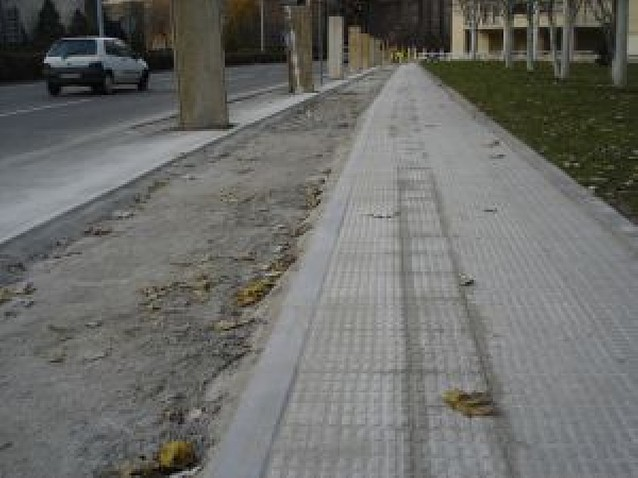 El carril bici de Pamplona continúa parcheándose para dar espacio al peatón