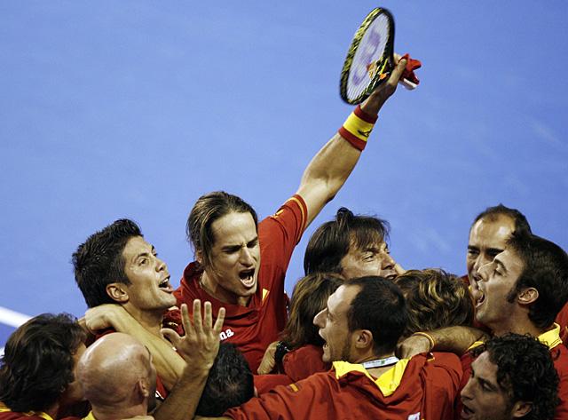 España gana el punto del doble y se acerca a su tercera Copa Davis