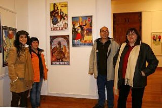 La historia de la danza navarra se recoge en 66 carteles en Estella