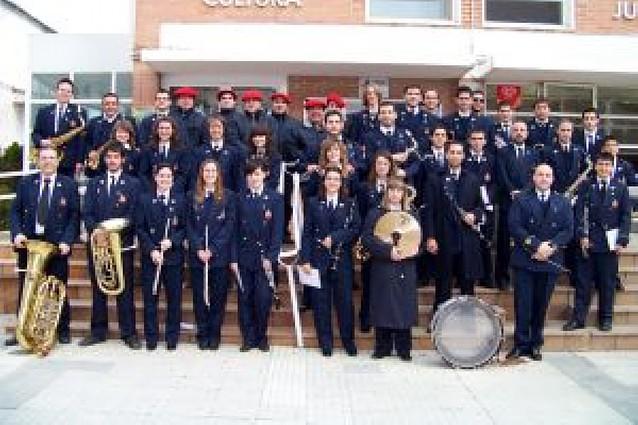 La banda y los gaiteros de San Adrián recorrieron en pasacalles el municipio