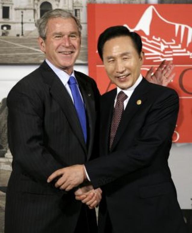 Bush lanza un llamamiento a favor del libre comercio en la cumbre Asia-Pacífico en Lima