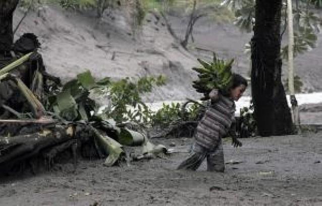 Nuevas avalanchas de lodo tras la erupción del volcán Nevado del Huila, en Colombia