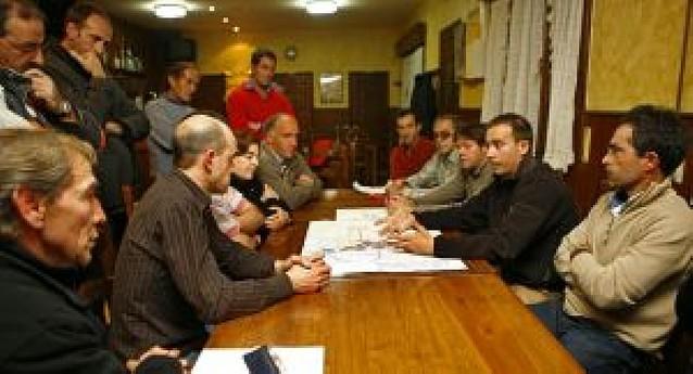 Yerri explica en 19 pueblos su plan municipal