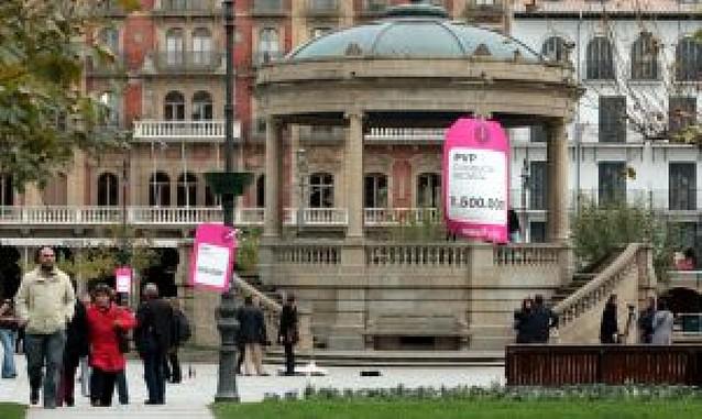 Taladran y envenenan 4 tilos en la avenida Baja Navarra de Pamplona