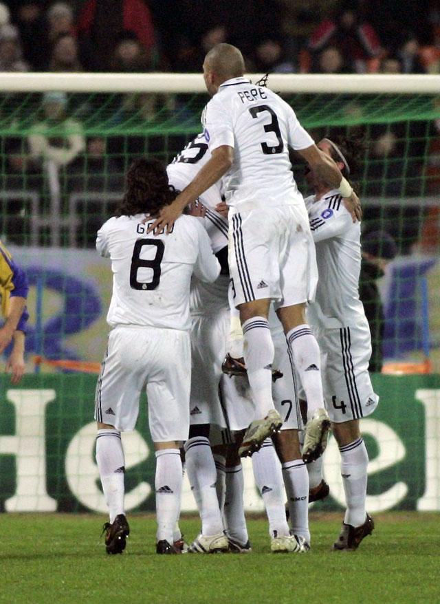 El Real Madrid recupera imagen para alcanzar los octavos