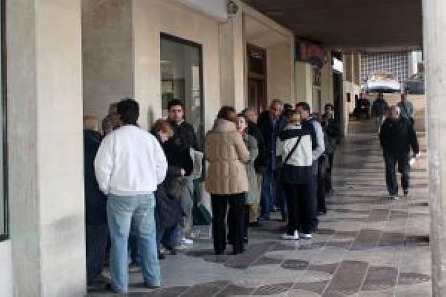 """Diario de Navarra reparte más de 1.600 ejemplares del libro """"Memorias de Tudela"""" en un día"""