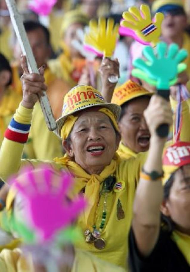 El Gobierno tailandés, sitiado por manifestantes