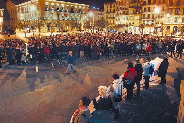 Cientos de personas salen a la calle contra la violencia machista