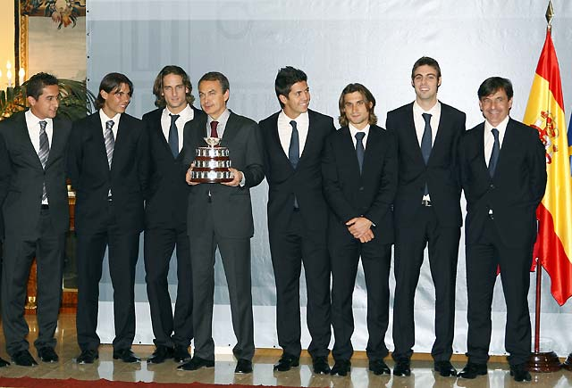 Zapatero recibe a los vencedores de la Copa Davis en Moncloa
