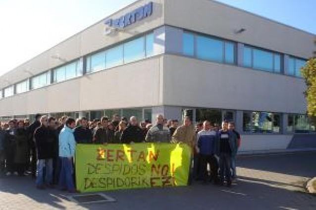 La plantilla de Zertan protesta por el despido de una trabajadora