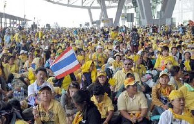 El Gobierno tailandés rechaza la convocatoria de elecciones generales