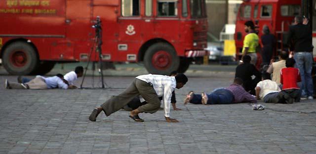 Fuerzas de seguridad rescatan a los rehenes de uno de los hoteles de Bombay