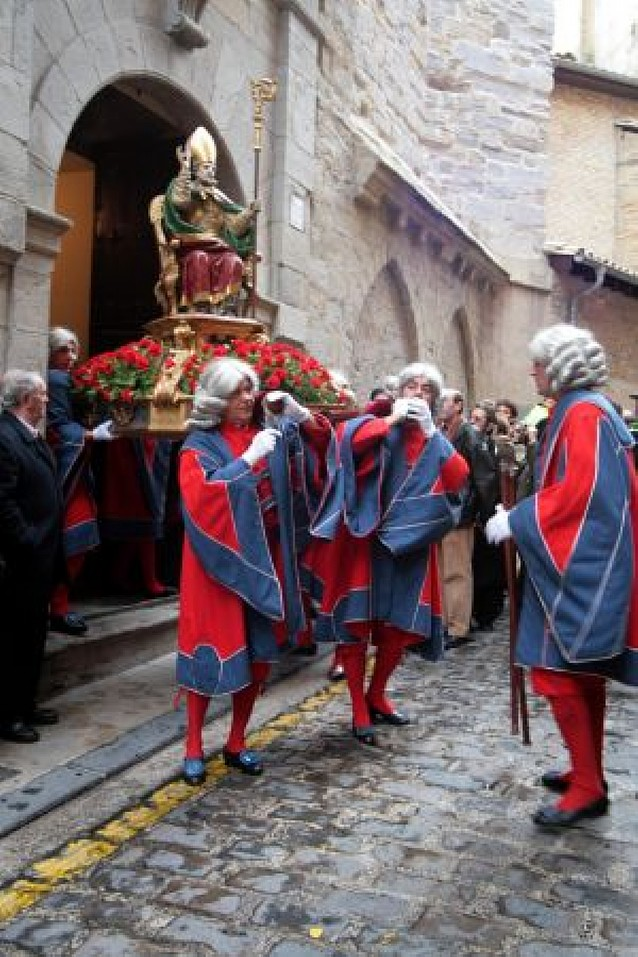 Procesión y gigantes para honrar mañana a San Saturnino