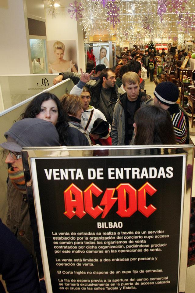 Pamplona sólo logró 42 entradas para el concierto de AC/DC
