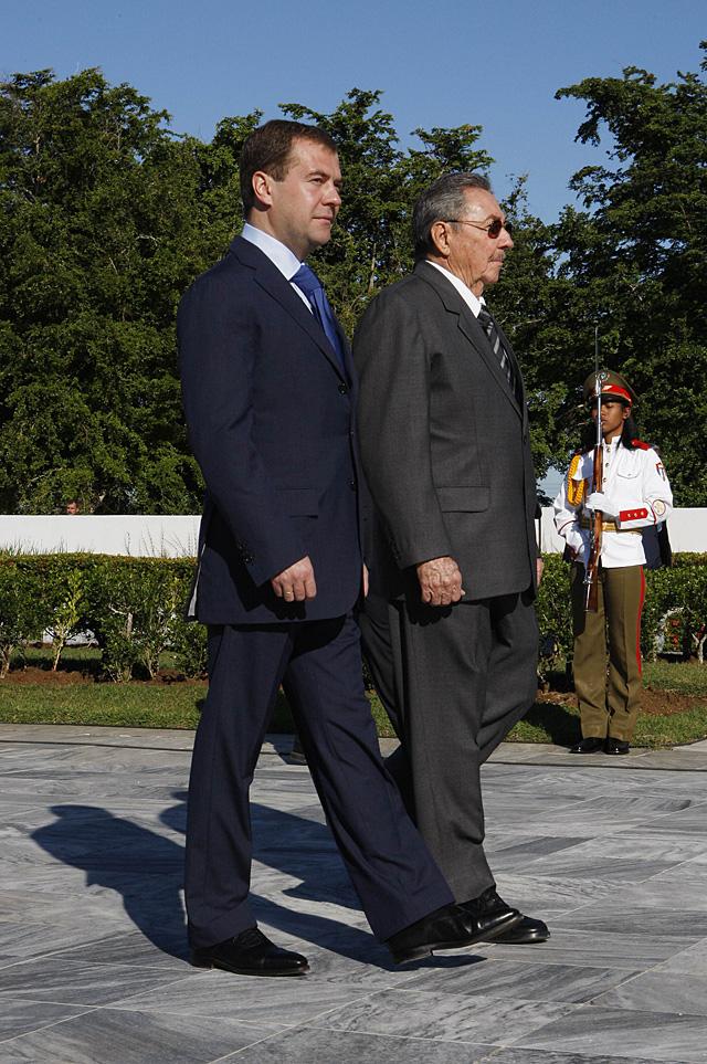Medvédev se reúne con Fidel Castro antes de concluir su gira por América Latina