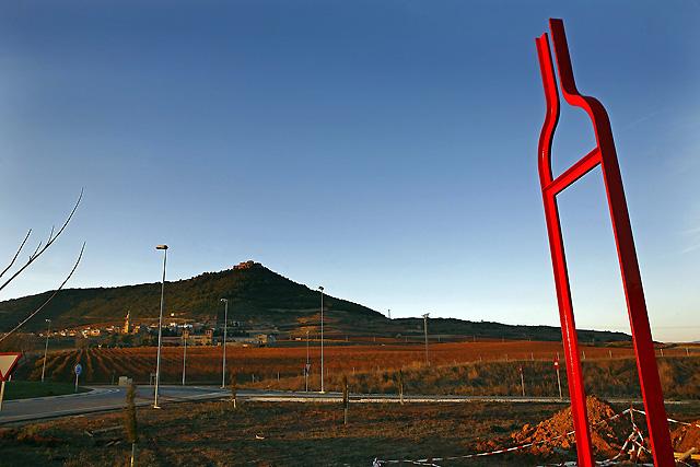 La Autovía del Camino completa sus esculturas con una alegoría del vino