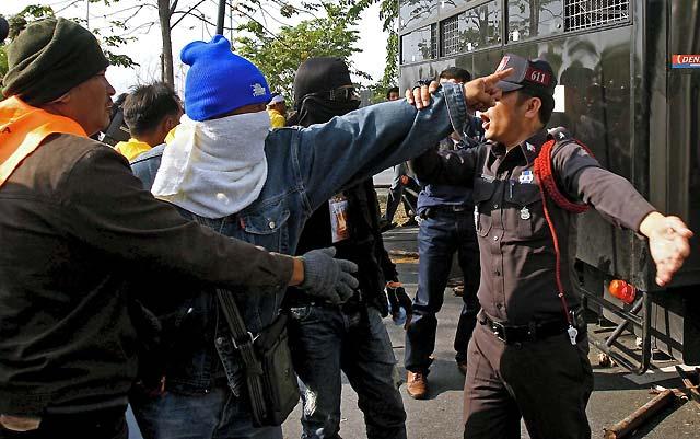 Al menos 34 heridos por la explosión de una granada durante una protesta en Bangkok