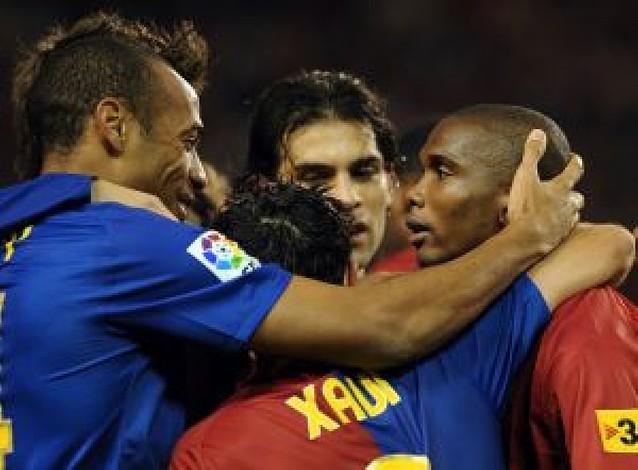 El Barça exhibe solvencia y se escapa en el liderato
