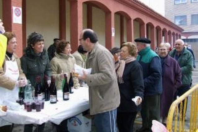El almuerzo popular de las Fiestas de Invierno reúne a más de 400 vecinos
