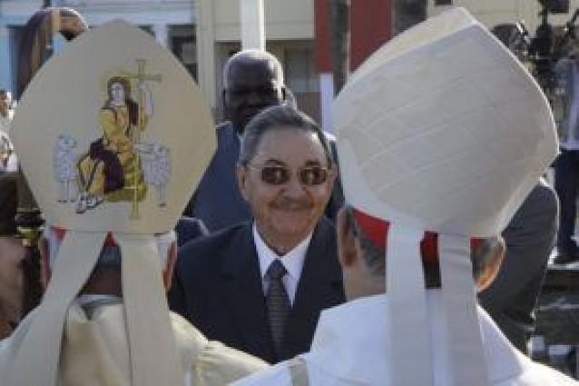 Raúl Castro asiste a la primera beatificación de un religioso