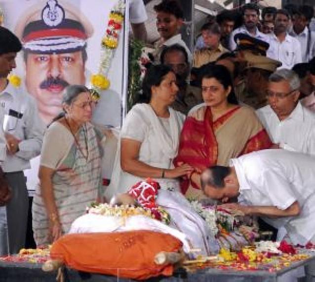 El ejército indio acaba con el último reducto de terroristas en Bombay