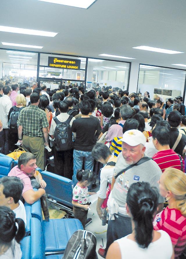 Más de 100.000 pasajeros se quedan sin vuelo debido a las protestas en Bangkok