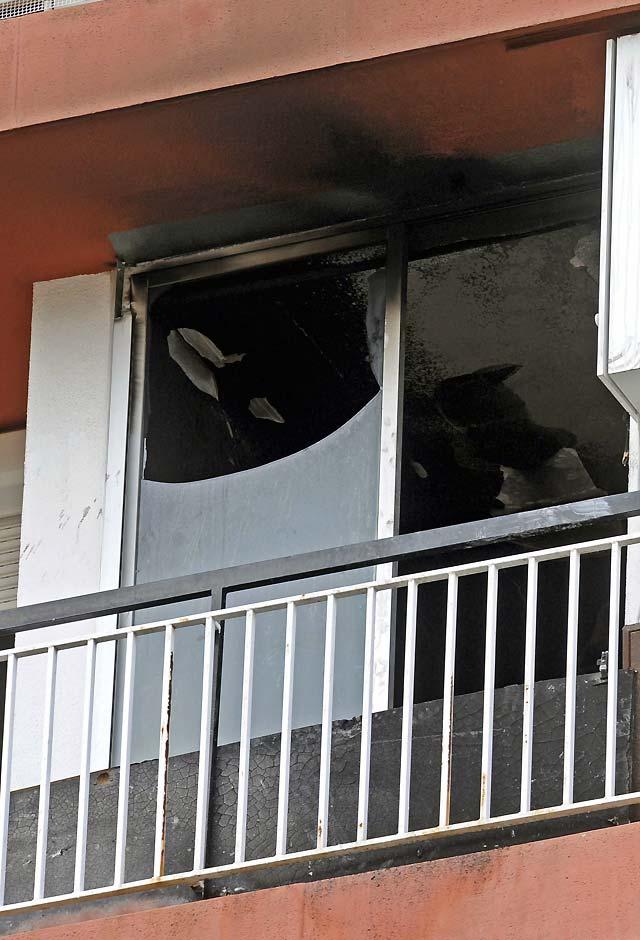 Muere un niño intoxicado en el incendio de un piso en Lloret de Mar (Girona)