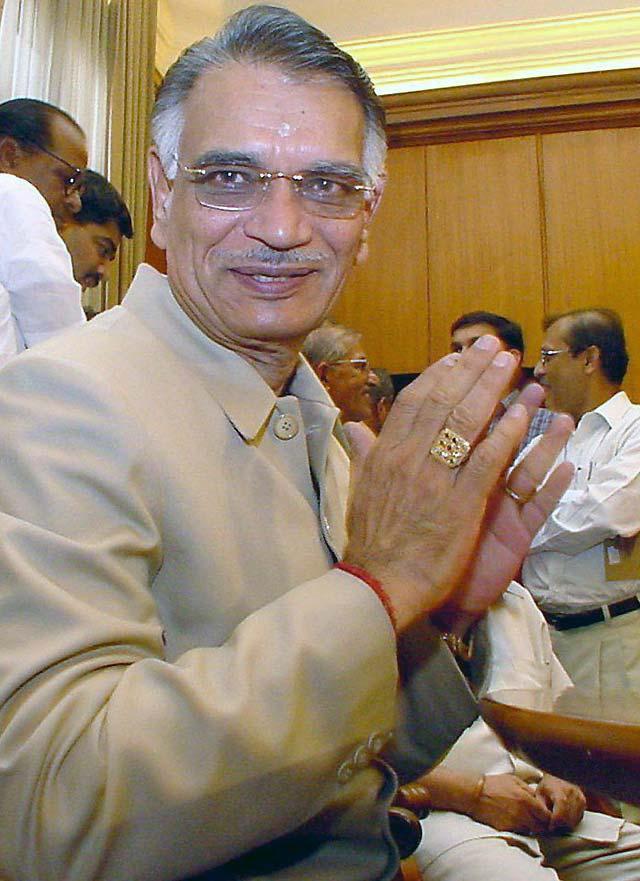 Dimiten el ministro del Interior y el consejero de Seguridad indios tras los atentados en Bombay