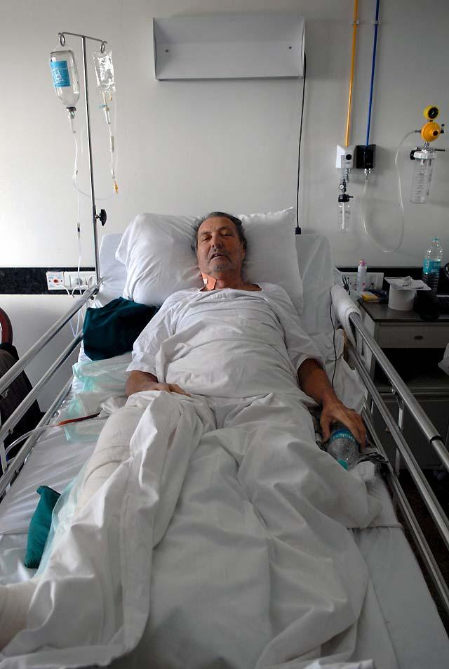 Los dos españoles heridos en los atentados de Bombay regresarán mañana a España en un avión medicalizado
