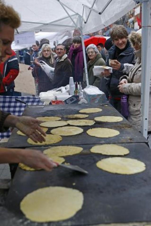 El reclamo del ganado, la artesanía y las degustaciones de Estella vencieron al frío