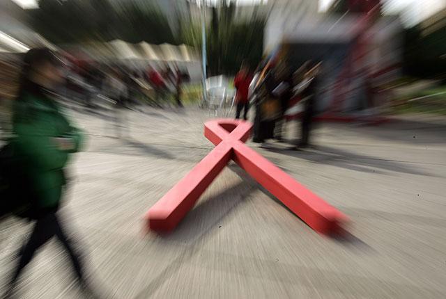 Alertan sobre el riesgo que supone que los jóvenes bajen la guardia ante el sida