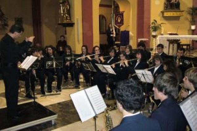 La banda de música honra a Santa Cecilia con un concierto en la iglesia