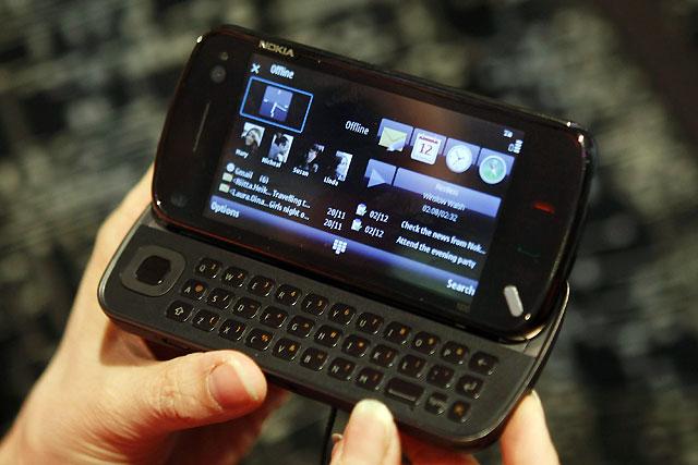 Nokia presenta un nuevo terminal táctil y mejora sus servicios