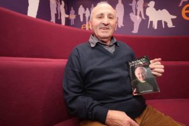 El anarquista Lucio Urtubia presenta su autobiografía