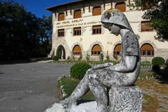 El Gobierno foral comunica a los alcaldes de Améscoa que no comprará el colegio público
