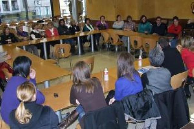 La presentación de la asociación Valmujertierra reúne a 30 personas