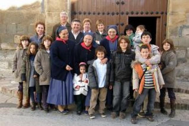 Dos religiosas colaboran con las parroquias de Arguedas y Castejón y viven de la caridad